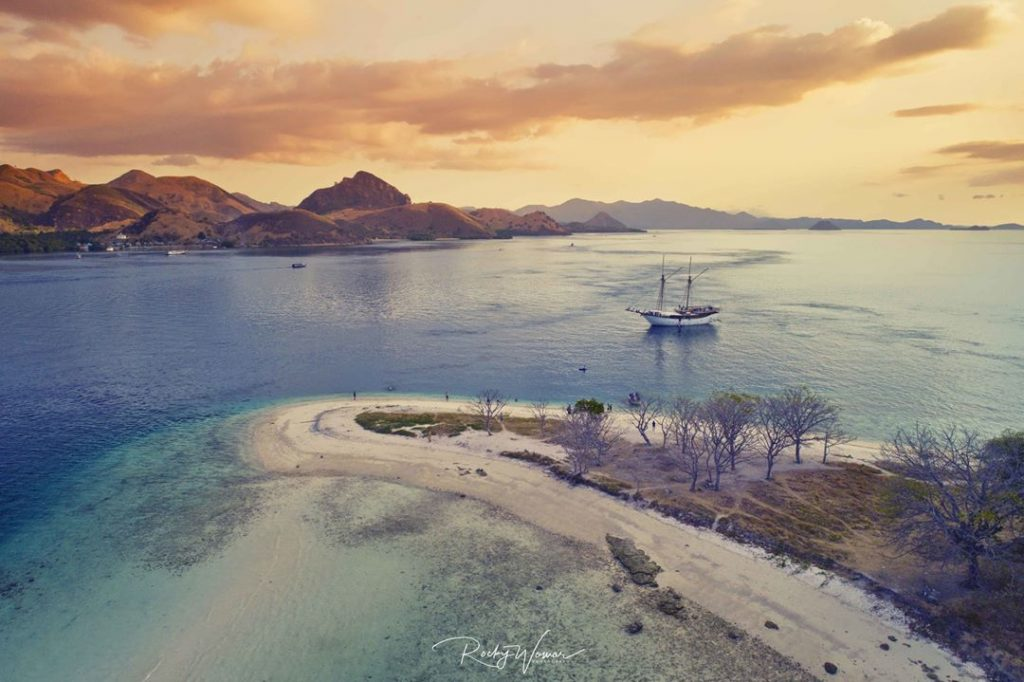 A Curated Tropical Trip with Komodo Boat Charter