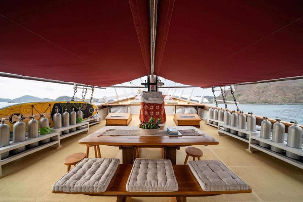 Komodo Liveaboard: The Plus and Minus of Sailing Holiday in Flores