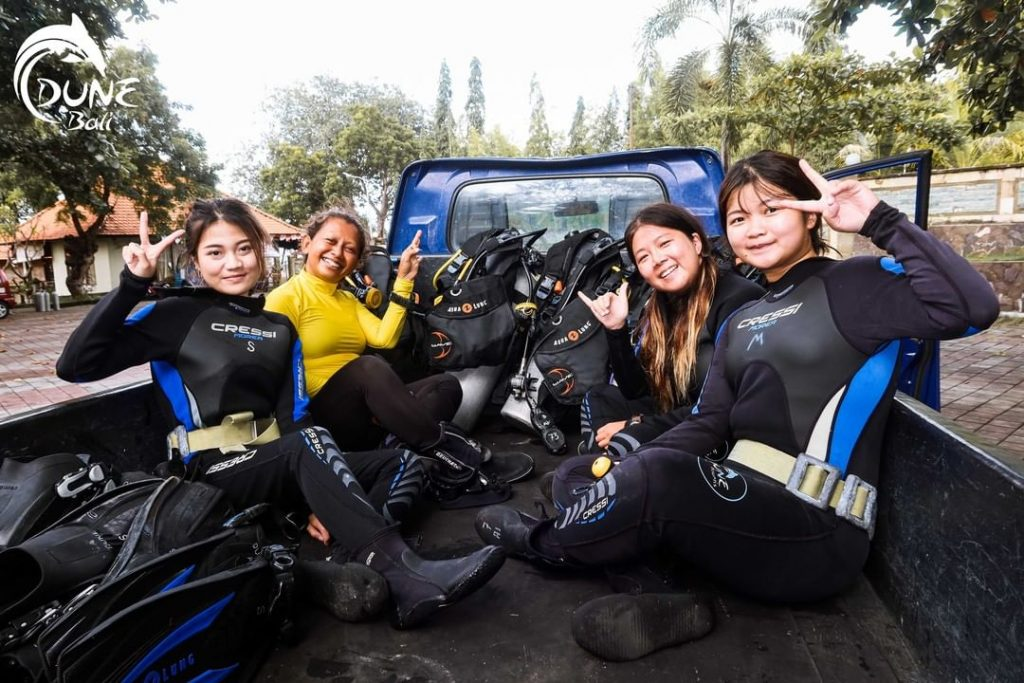 Scuba Diving Vacations for Beginners Saving Money for Dive Trip