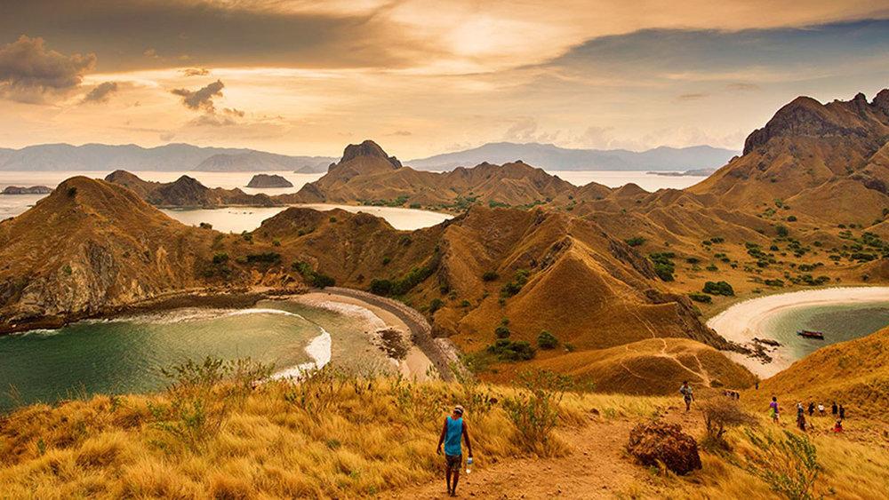 Sailing trip Labuan Bajo Visiting Padar Island